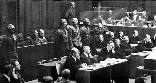 Los intérpretes durante el juicio de Nuremberg