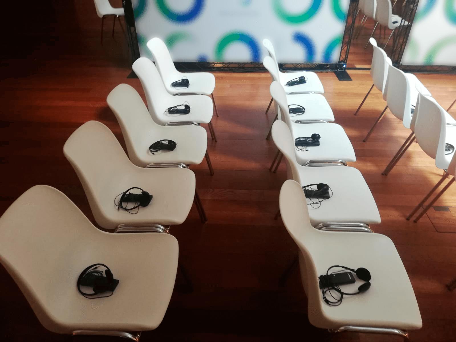 receptores digitales en auditorio silencioso